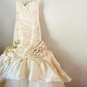 Eve of milady ivory silk wedding dress gown